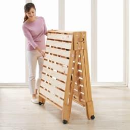 折りたたみ式ひのきすのこベッド シングル すのこ裏面にスプリングが付いているので、女性でも軽い力で折りたたみができます。