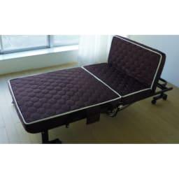 組立不要 高反発マットレスワンタッチ折りたたみベッド 背もたれは高さ45cm。