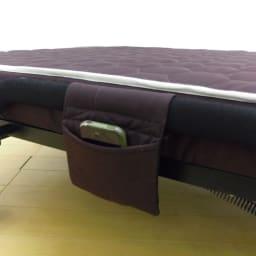組立不要 高反発マットレスワンタッチ折りたたみベッド ベッドの横にはリモコンポケットも付いています。
