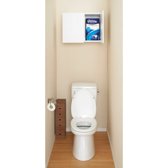 幅サイズを1cm単位で選んでぴったり!洗濯機上壁付け収納庫 幅60~70cm 幅が1cm単位で選べる吊り戸棚。ストッカーが置けない狭いトイレにも造り付けのような収納棚が新設できます。向かって右側の収納部にはトイレットペーパー(12ロール)を袋のまま入れられます。