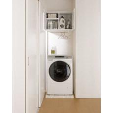 幅サイズを1cm単位で選んでぴったり!洗濯機上壁付け収納庫 ハンガーバー付き 幅60~70cm