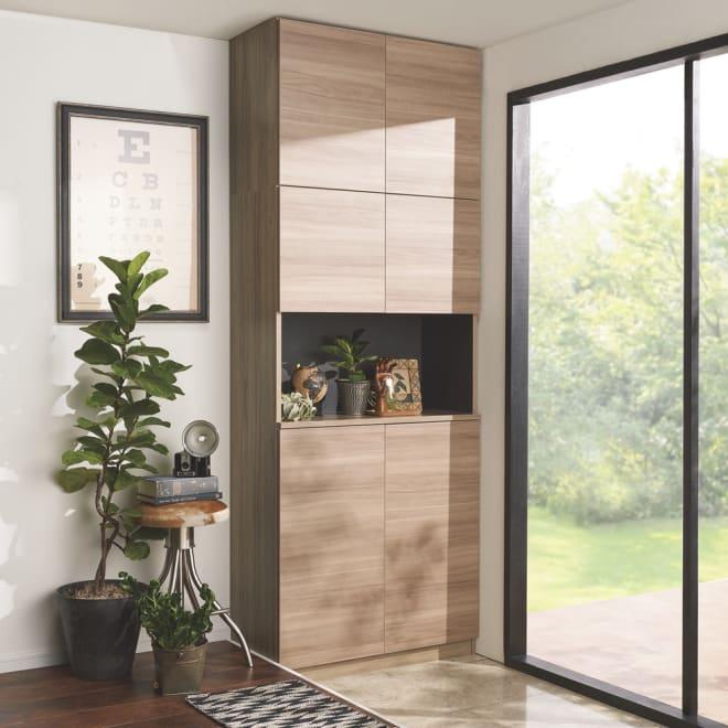 インテリアに合わせて8色&13タイプから選べるシューズボックス オープン 幅90高さ180.5cm コーディネート例(ク)グレーウォルナット木目 ※写真は別売りの上置きを使用しています。※写真の天井高さ240cm