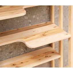 国産天然杉の ネコも遊べる オープンラック 据え置きタイプ 幅52cm 高さ179cm 本のサイズに合わせて6cm間隔で移動できる4枚の可動棚が付いています。可動棚板の奥行は、広い部分が41cm、狭い部分でも22.5cm。最上段と最下段は奥行41cmの固定棚。