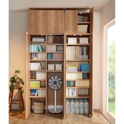 日用品もしまえる頑丈段違い書棚 ヴィンテージ木目調タイプ 書棚 幅60cm コーディネート例 ※お届けは書棚本体幅60cmです。 ※写真の天井高さ240cm