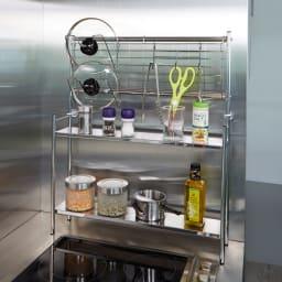 ステンレス棚コンロサイド収納ラック ネットパネル付き 幅40cm ネットパネル付き。鍋フタ掛け2・S字フック3個付き。 ※写真は幅56cmタイプです。