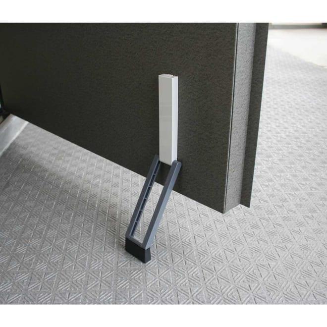 ワンアクション快適ドアストッパー (ア)ライトグレー×グレー マグネット&吸着シートでスチールドアにワンタッチ取付。