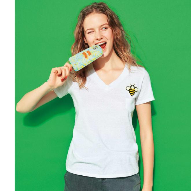 ミツバチワッペンのVネックTシャツ コーディネート例