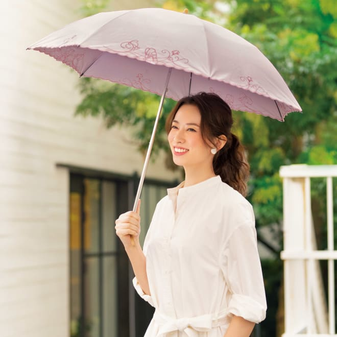 遮光一級 軽量遮熱UVカット折り畳日傘(晴雨兼用) (イ)ピンク コーディネート例