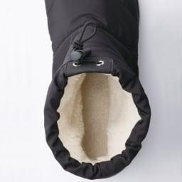 足元ふわもこ キルティングブーツ ブーツの内側に配したふわふわのボア生地で足を暖かく包み込み、底冷えを防ぎます。