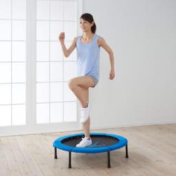 AEROLIFE/エアロライフ ホームジャンピング(折りたたみ式) 5分跳ぶだけで汗だくになりますが、その場で足踏みするだけでもOK。