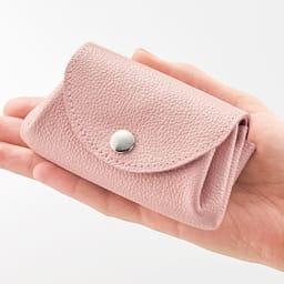 AQUALEATHER(R)/アクアレザー 洗える手乗りミニ財布CORON(コロン) 手の平にコロンと乗るサイズ感がかわいらしい。