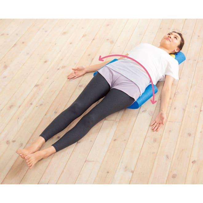 ゆらレッチAir リラックスしながらお尻を左右にゆらゆら揺らし、ストレッチを行います。肩甲骨まわりの筋肉が開き、マッシュの当たる箇所は筋肉がぐぐーっとほぐれていきます。