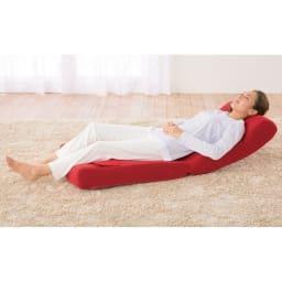 ピュアフィット 快適ソファー座椅子 らくらく腹筋生活DX ヘッドレストも角度調節可能で首をしっかり支えるから昼寝にもぴったり。