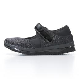 ヌーディウォークパンプススニーカー アッパーは伸縮性の高い生地を採用。フィット感があるのに締め付け感は少なく、靴の中で足がズレることなく心地よくホールド。甲高・幅広・外反母趾でお悩みの方にもおすすめです。サイズは22.5~25.5cmまで0.5cm刻みでご用意。