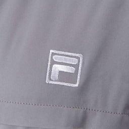 FILA 薄中綿の防風マルチブルゾン(はっ水・防風・UV) 左胸には丁寧にロゴ刺しゅうを施しました。