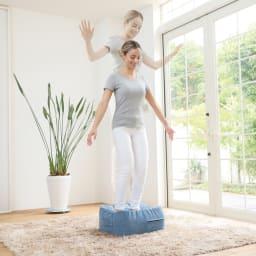ジムテリア シェイプキューブ│新感覚ファブリックトランポリン (イ)スカイブルー ※裸足でご使用ください。 ※足のつま先が本体から離れすぎない程度に軽く飛び跳ねてください。