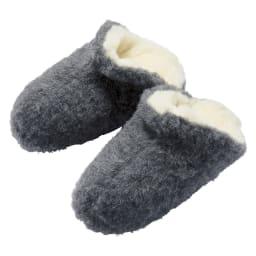 COLD BREAKER/コールドブレーカー ウールスリッパ (イ)チャコール 足をさっと入れやすいデザイン。甲の部分から足首までをカバーし、温めます。
