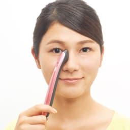 ミリオンスマイルターボ 1カ所1分!気になるところを時短ケア 化粧水やジェルで肌を保湿し、ヘッドを当てるだけ。 鼻(鼻筋) ケアが難しい鼻も当てるだけ。