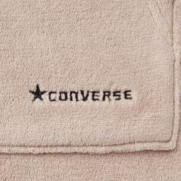 CONVERSE/コンバース ホームウェア ミンクフリース 上下セット ポケットには、星マークとブランドのロゴの刺繍付き。