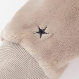 CONVERSE/コンバース ホームウェア ミンクフリース ワンピース 袖には星のワンポイント刺繍が入っています。