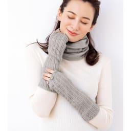 シルク美人シリーズ メリノウール×内側起毛シルク UVネックウォーマー(日本製) (ウ)ライトグレー コーディネート例