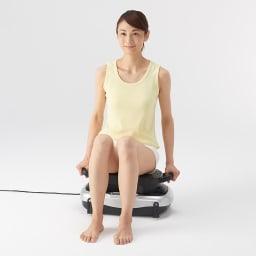 ライフフィットトレーナー 2WAY 専用椅子に座って。腰回りの集中トレーニングに。