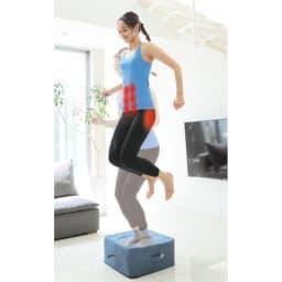 50周年ディノス企画カラー Newジムテリア シェイプキューブ 在宅時間が長くなり、運動不足を感じている人にトランポリン運動がオススメ!不安定な足場でバランスを取ることで、お尻やお腹の筋肉にも効率的にアプローチ。続けることで美ボディが目指せます。