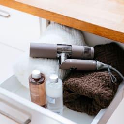 キヌージョ ヘアドライヤー 【KINUJO Hair Dryer】 引き出しにも入るサイズ感。
