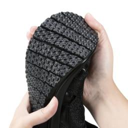 ヌーディウォーク ストレッチスリムスニーカー 靴底にマンゴーカットの切り込みを入れました。