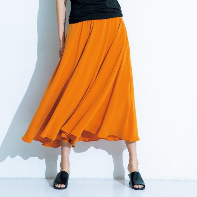 トリアセテート混 サーキュラー風 スカート (ア)オレンジ 着用例