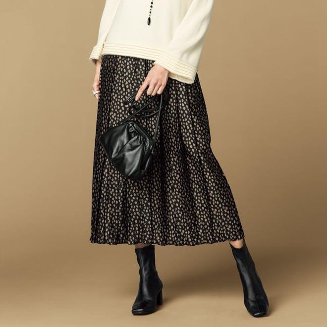 リバーシブルレオパード柄 ジャカードスカート(アンダースカート付き) ブラック系面 コーディネート例
