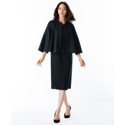 イタリア素材 Iライン ワンピース コーディネート例 /ワンピースとジャケットはあえてやや色差のあるブラックを合わせることで、ワントーンコーディネートに奥行きが生まれます。