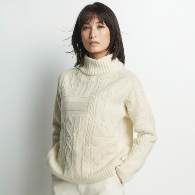 カシミヤ混 柄編み ハイネック プルオーバー 着用例