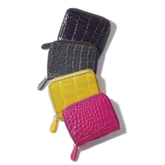 クロコダイル 折り財布 上から (ア)ブラック (イ)ダークブルーグレー (ウ)イエロー (エ)ピンク