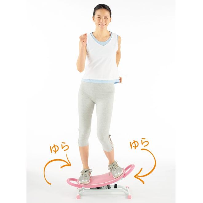 コアシェイク アクティブ レッグステップ ステップ運動は左右に揺らすサイドステップ、前後に揺らす前後ステップが行えます。美尻、美脚、体幹トレーニングに。有酸素運動も! ウォーキングの約1.5倍の消費カロリー! ※消費カロリーを時速4.5kmのルームランナーと比較(大阪府第三者機関にて)