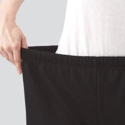防風暖かパンツ ウエストは総ゴム仕様で伸びやすく、ラクな履き心地。