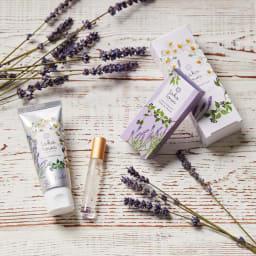 tokotowa organics/トコトワオーガニクス ハンドクリームギフト [ハンドクリーム]天然パールパウダーで、艶やかな肌へ。 [パフュームオイル]爪や毛先をケアしながら、心地よい香りに満たされる携帯フレグランス。パワーストーンとして知られるアメシスト入り。