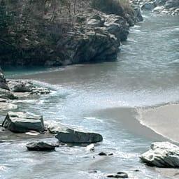 水の天使 スキントリートメントゲル 150g 名水の産地は、美人の産地。四国一の清流穴吹川の天然水を精製して使用しました。