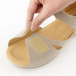 アサヒ メディカルウォークSL サンダル 足首だけでなく足先も面ファスナーで自分の足に合わせて調整OK。