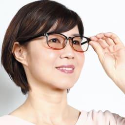 すっぴんメガネ チークグラス (エ)ピンク色・角型 コーディネート例 ウェリントンタイプ(角型)
