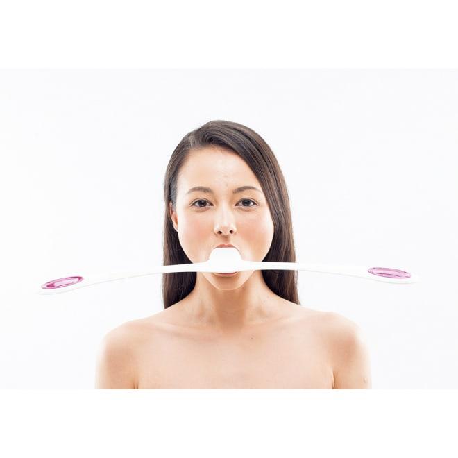 フェイシャルフィットネス PAO(パオ) 左右均等運動なので顔の左右を同時に鍛えることができます。