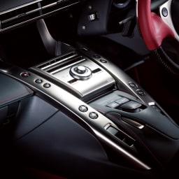 ラブクロム PG テツキ プレミアムブラック スポーツカーと同じ技術を応用 毎日のヘアケアをより快適にするため、ラブクロムは最新の自動車工業技術を応用。時速300kmで走行するスポーツカーと同じ技術を採用することで「超軽量」と「強度」を両立しています。