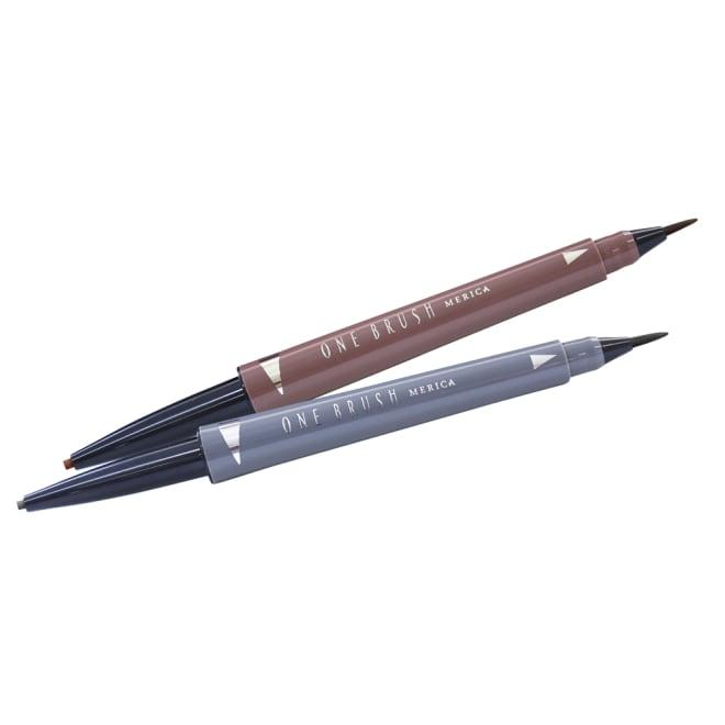 ワンブラッシュアイブロウペンシル2WAYキープ グレーブラウン お得な2本組 ペンシル部分 朝はこちらのペンシルで補整。程良い硬さで、ぼかしやラインを描くのも簡単。 リキッド部分 夜の洗顔後に使うと、少しずつ染まっていきます。朝のメイクにも。