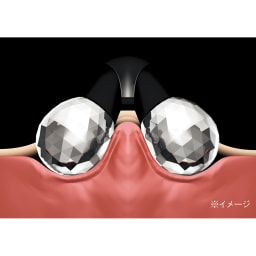 ReFa/リファ プラチナ電子ローラー(R) ReFa ACTIVE DIGIT (リファアクティブディジット) ローラーがぴったりと密着し、皮膚を吸い寄せて的確にアプローチ。
