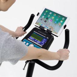アルインコ/ALINCO プログラムバイク AFB6319 タブレットトレー付き。動画や音楽を楽しみながら運動可能。アプリと連動して運動する際にも便利!