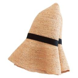 ラフィア帽 折りたたんで持ち運べます 型崩れを最小限にとどめ、折りたたんで持ち運びできるように工夫しました。