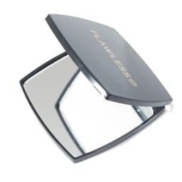 フローレス アイブロウ お手入れしやすい拡大鏡付き 細部のお手入れに活躍する拡大鏡をセット。等倍・拡大の2面ミラーで卓上でも使える、携帯に便利なミニサイズ。