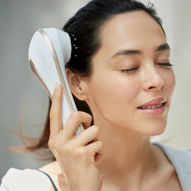 ルクセア シェモーク(リデインエクスペールセラム) ピンを地肌に当てると地肌がじんわり温まり、タッピングされているような心地良い刺激を感じます。浸透をサポートする働きがあるので、美容液を塗ってからケアするのが◎。