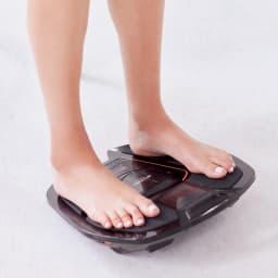 【送料無料】SIXPAD/シックスパッド Foot Fit 2 Foot Fit 2 進化のポイント 2 すべての操作がリモコンひとつでOK! リモコンが付いたことで、使い勝手が格段にアップした『Foot Fit 2』。足を乗せている時間がそのままトレーニングになります。足の筋肉の衰えが気になる方に。終了すると自動的に電源オフ。