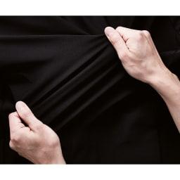 SIXPAD/シックスパッド サウナスーツ [POINT 4] 運動に適した「着心地」 ヨコ方向の伸縮性に優れた素材を使用し、運動のしやすさにも配慮。